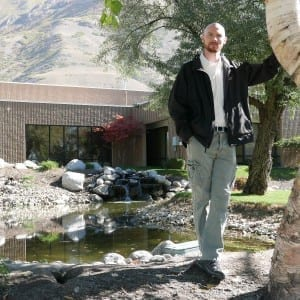 Daryl Wilson vor dem Wilson Audio Firmengebäude in Provo, Utah