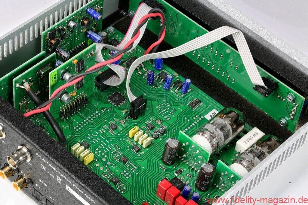 Pro-Ject CD Box RS DAC Box RS - Röhren (rechts oben im Wandlergehäuse) oder Transistor? Der Besitzer hat den Luxus der Wahl per Umschalter