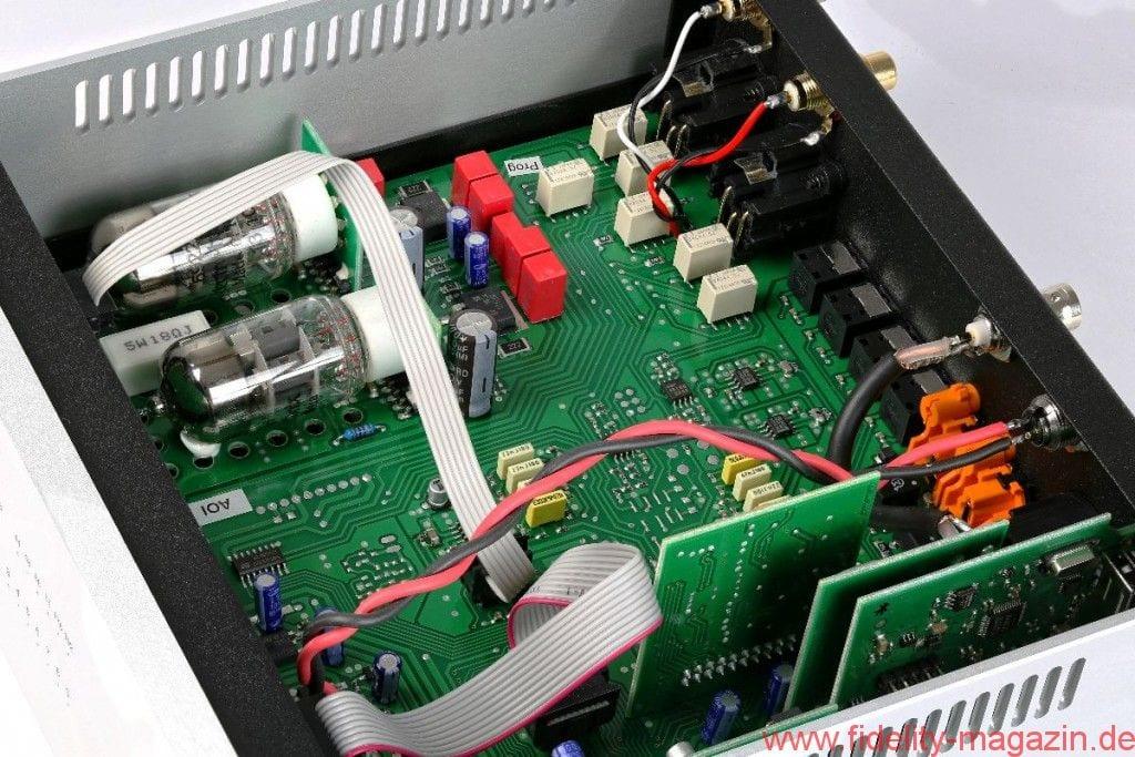 Pro-Ject CD Box RS DAC Box RS - Röhren (links oben im Wandlergehäuse) oder Transistor? Der Besitzer hat den Luxus der Wahl per Umschalter