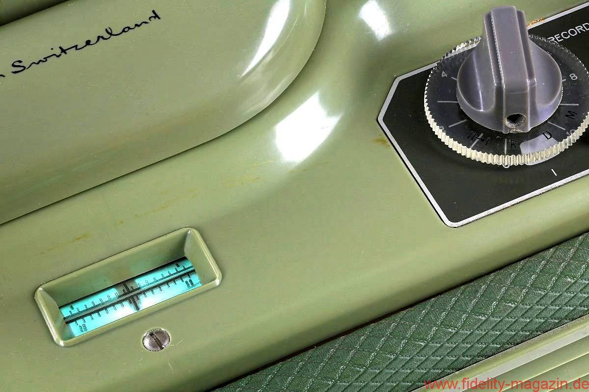 REVOX F36 - Beide Kanäle im Blick: grüne Elektronenstrahlen im Stil einer Bargraphanzeige von 1962