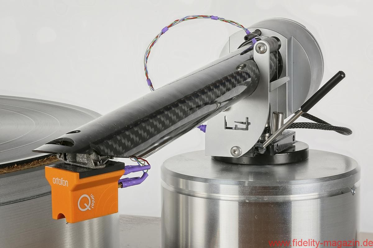 Design Built Listen The Wand Plus - Die Systemaufnahme ist untrennbar mit dem 22-mm-Carbonrohr verbunden.