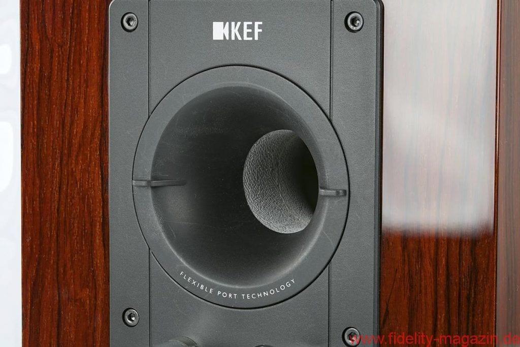 KEF Reference 1 - Geschmackssache: Ein Tausch der Bassreflexrohre beeinflusst die Balance von Grund- und Tieftonlagen - Der Austausch der beiden unterschiedlich langen Bassreflexrohre ist innerhalb weniger Sekunden erledigt