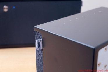 """Saxx airSOUND AS 40 AS 50 - Nettes Designstück: der """"Waschzettel"""" mit Saxx-Logo an der fest eingesetzten Frontbespannung"""