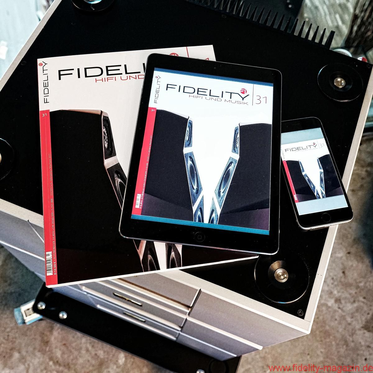 FIDELITY 31 Cover Paper iPad iPhone