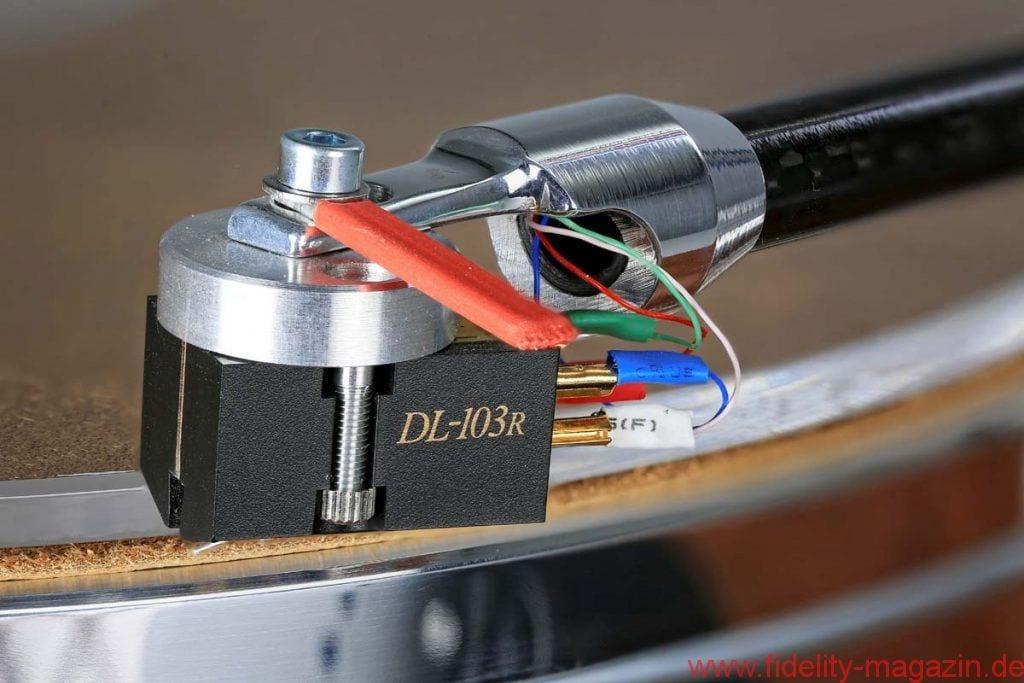 """Acoustic Solid 113 Wood Bubinga - Die rasante """"R""""-Version des Denon DL-103 und der Tonarm WTB 213 von Acoustic Solid bilden ein spielfreudiges Duo, das – einzeln erworben – schon mehr als die Hälfte des Paketpreises verschlingen würde. Zum serienmäßigen Lieferumfang des 113 Wood Bubinga gehören Ledermatte und Acrylauflage."""