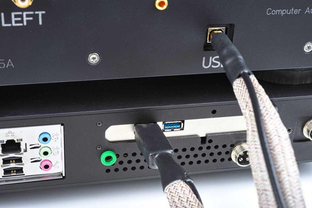 CAD Server-Streamer-Sourceplayer und Wandler CAD 1543 DAC MKII und CAT (CAD Audio Transport) - Ein USB-Wandler sollte unbedingt an diesen beiden Audio-optimierten Ports angeschlossen werden.