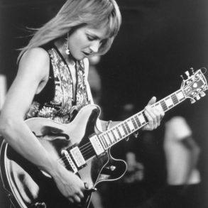 Christine Lakeland, Witwe und Gitarristin von JJ Cale