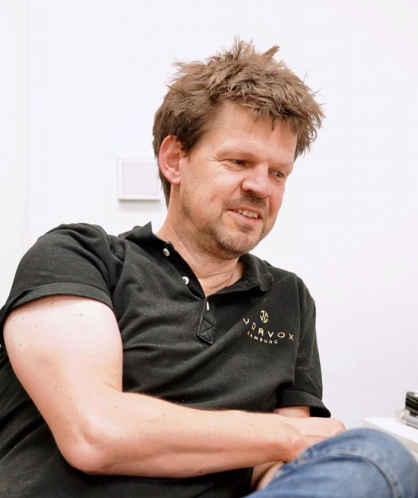 Jens Wietschorke von der Firma Lyravox