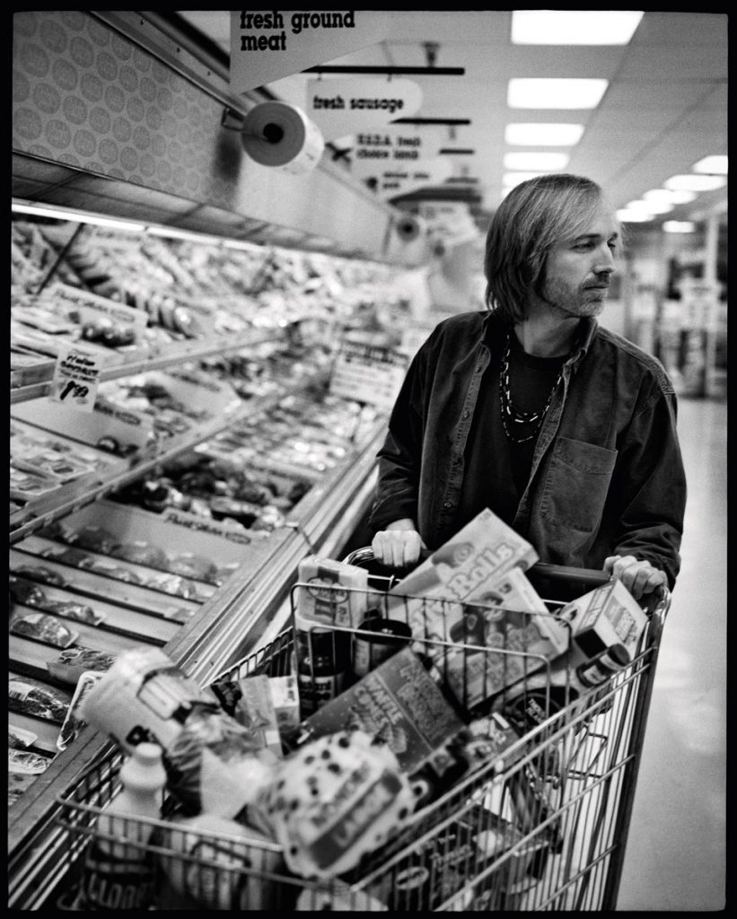 Tom Petty shopping, credit Mark Seliger