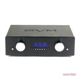 """AVM Ovation Series PA8 + SA8.2 - Mini-Kino: Sofern mit Röhrenausgangsstufe bestückt, erscheint ein nettes """"Warm up"""" im Display des PA8"""