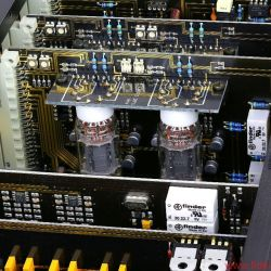 AVM Ovation Series PA8 + SA8.2 - Symmetrische Röhrenausgangsstufe im PA8: Die Gläser vom Typ 803T werden vom Spezialisten JJ zugeliefert.