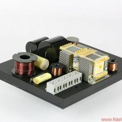 Diapason Dynamis - Elegant: maßgeschneiderte Frequenzweiche mit unsichtbarer Kabelführung auf der Unterseite