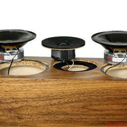 Living Voice Avatar IBX-R2 und OBX-R2 - Auch die interne Weiche bietet selbst gewickelte Luftspulen und Hovland-Caps. Die Schallwand umfasst ein bewährtes Chassis-Ensemble