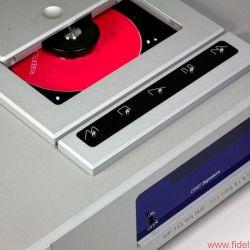 Metronome Technologie CD8T Signature - Metronome baut auch veritable Laufwerksskulpturen – dagegen tritt der CD8T bescheiden' aber elegant auf