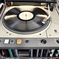 EMT 948 und Tondose - EMT 948: schlicht' grau und technisch' aber mit allem ausgestattet' was die Wiedergabe von Vinyl erfordert