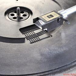 Emt Tondose - Für Kontrollfreaks: Die Kehrseite der Tellermatte sorgt dank integriertem Messfeld für audiophile Beruhigung