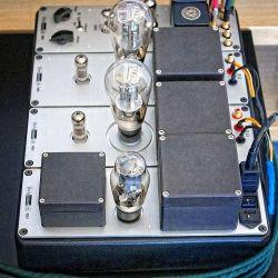 Swissonor AM 6441 - Vier Module im Gusschassis, ganz oben der Vorverstärker- Teil AM6