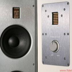 Der zweite Hochtöner entspricht dem Exemplar auf der Front. Der Air-Motion-Transformer (AMT) wird über einen Stelltrafo feingeregelt oder auch abgeschaltet