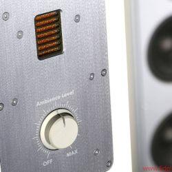 Ein zweiter, regelbarer AMT auf der Rückseite gleicht einen möglichen Hochton-Energiemangel im Raum aus