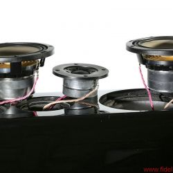 Canton Reference 7 K - Die Tieftöner arbeiten in einem eigenen Gehäuse, die Reflexöffnung strahlt nach unten auf den Sockel