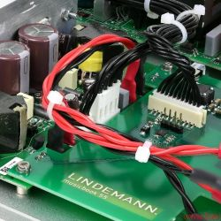Lindemann Musicbook uns Manger P1 - Der sehr kompakt bauende Class-D-Verstärker bietet erheblich mehr Leistung als das Schwestermodell 50