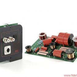 MFE Secundo - Sämtliche Treiber und praktisch alle Bauteile der zweiteiligen Frequenzweiche stammen aus Europa