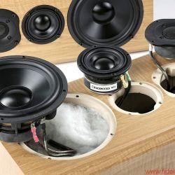 Bryston Mini A - Ungewöhnlich im positiven Sinne: 3-Wege Konstruktion bei dieser Lautsprechergröße