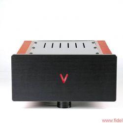 """Valvet Röhrenvorstufe Soulshine und Class-A Monoblöcke A4 - V wie """"vorne"""" oder """"voll cool""""? Quatsch, wie """"Valvet"""" und """"volle Kanne"""" natürlich: Mit je 55 Watt sorgen die Monos für Alarmstufe Rot, während die Soulshine-Röhrenvorstufe der Wiedergabe Seele einhaucht."""