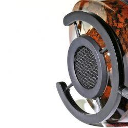 """audioquest Nighthawk Kopfhörer - AudioQuest setzt 3D-Drucker für die Herstellung des komplexen """"bionischen"""" Diffusor-Gitters mit seiner diamantartigen Wabenstruktur ein. Die beiden mitgelieferten nebengeräuscharmen Kabelsätze sowie die silberbeschichteten Stecker und Adapter sind selbstredend von erstklassiger Qualität"""