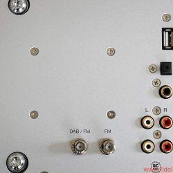 Ruark Audio R7 High Fidelity Radiogram - Spartanisches, unkompliziertes Anschlussfeld. Schade, dass der USB-Port keinen Datentransfer erlaubt