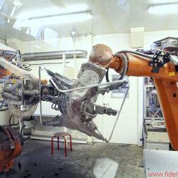 """Bang & Olufsen BeoLab 90 - Allein für die Herstellung der """"Kronen"""" aus nahtlos gezogenem und poliertem Alumimium beschäftigt B&O drei Roboter."""