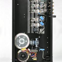 Croft RIAA Phono R - Croft'sche Markenzeichen: eng unmittelbar an den Röhrenfassungen verlötete Bauteile und große Lötösen