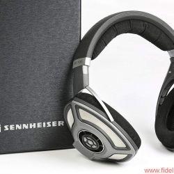 Sennheiser HD-700 - Die Ähnlichkeit zum großen Brudermodell ist unübersehbar und wird auch in puncto Technik deutlich