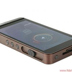 Calyx M mobile player - Analoges Feeling: Der seitliche Lautstärkesteller funktioniert ohne jeden Durchbruch am Gehäuse