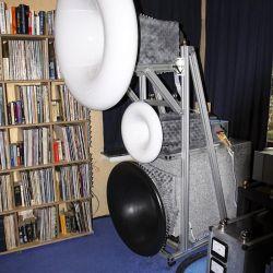GECOM Technologies - Ein sandgefüllter Schlauch im Außenring des Horns dämpft Resonanzen; die Phase ist hydraulisch einstellbar