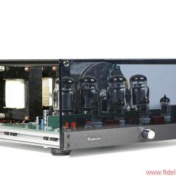 Musica Nova Phoenix 2.2 und Pegasus 50/50 -50 Watt pro Kanal in einem Ultralinear-Konzept mit großem Schaufenster: Stereoendstufe Pegasus 50/50