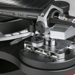 """SME Model 15 plus Model 309 SPD - Fast so gut wie ein Series V: Man muss beim SME Model 309 lediglich auf etwas Komfort bei der Höhenverstellung verzichten, die Schlittenmechaniken für Auflagekraft und Überhang sind ebenso präzise gefertigt wie beim legendären """"Fünfer""""."""