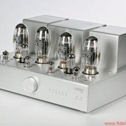 Lyric Audio Ti 140 Röhren-Vollverstärker -Gebürstetes Aluminiumgehäuse, schwere Ausgangsübertrager und ein Power-Knopf, der im Betrieb bündig in der Front verschwindet – alles am Ti 140 wirkt äußerst hochwertig.