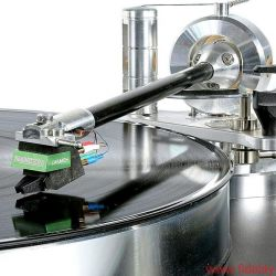 Acoustic Signature WOW XL Plattenspieler / TA 1000 Tonarm / Soundsmith Carmen Moving Iron Tonabnehmer