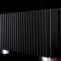 X-Odos Xo One Musikserver - Die massiven wellenförmigen Kühlrippen besorgen die optimale Belüftung des Geräts und garantieren praktisch lautlosen Betrieb.