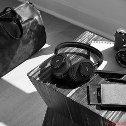 Leica und Master & Dynamic for 0.95, kabelloser Over-Ear Kopfhörer