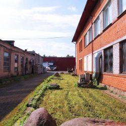 FIDELITY zu Besuch bei Audes in Estland - Nein, hübsch ist das Firmengelände nicht unbedingt, aber sauber. Und es bietet Platz für weitere Expansionen