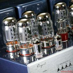Cayin CS-100A KT88 Röhrenvollverstärker - Selbst im Triodenbetrieb liefern die acht KT88 meist mehr als genug Power. Praktischerweise lässt sich der (noch) stärkere UltralinearModus auch per Fernbedienung aktivieren.