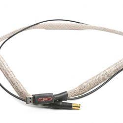 CAD Server-Streamer-Sourceplayer und Wandler CAD 1543 DAC MKII und CAT (CAD Audio Transport) - Als optimale Signalleitung bietet sich aus dem Hause CAD das aufwendig geschirmte USB-Kabel Nero an.