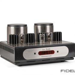 Canever Audio La Scala Reference Amplifier. Drei Doppeltrioden bilden eine klassische Röhrentreiberstufe für eine stromverstärkende Leistungsverstärkung mit MOSFETs. Die handgeschliffenen Kühlrippen zeigen nur die Spitze des Eisbergs; darunter liegt ein aufwendiges Kühlsystem.
