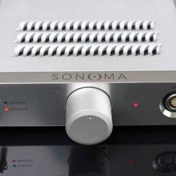 Warwick Acoustics Sonoma M1 - Drei Status-LEDs informieren über den aktiven Eingang. Liegt ein Signal an, wechselt die rote LED zu Weiß.