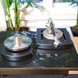 De Baer Saphir Plattenspieler mit Tonarm Onyx 9 und PSU Reference